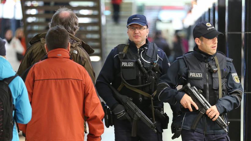 Hannover Messerattacke Einer 15 J Hrigen Offenbar Islamistisch Motiviert Zeit Online