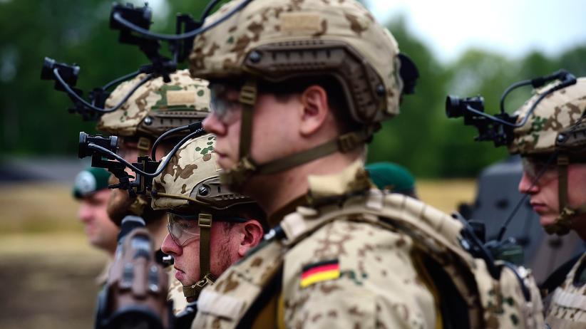 Terrorismusbekämpfung: Bundeswehrsoldaten während einer Vereidigungszeremonie in Berlin