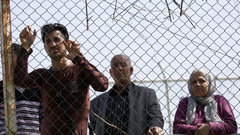 EU-Türkei-Abkommen: Migranten nach ihrer Ankunft auf der griechischen Insel Lesbos, wo sie im Auffanglager Moria registriert werden.
