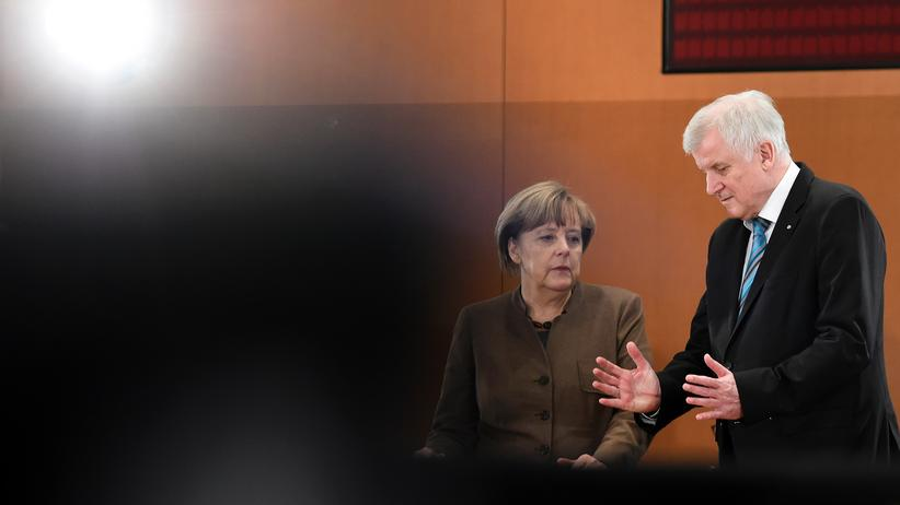 Flüchtlingspolitik: Kanzlerin Angela Merkel und CSU-Chef Horst Seehofer