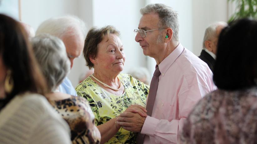 Jens Spahn: Senioren bei einem Tanznachmittag in Berlin