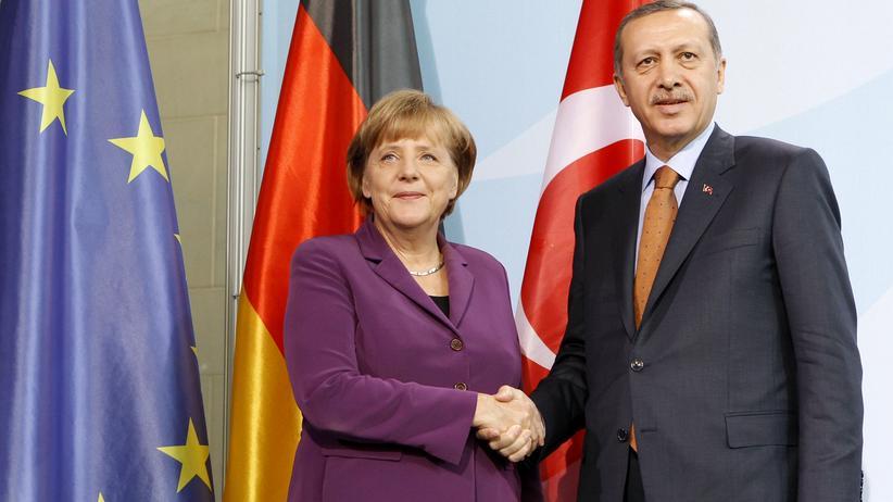 Jan Böhmermann: Kanzlerin Angela Merkel (CDU) und der türkische Staatschef Recep Tayyip Erdoğan