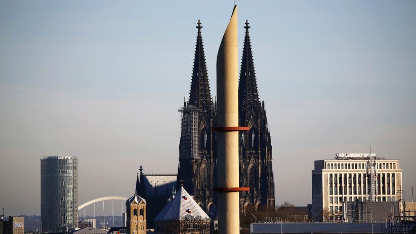 Zentralrat der Muslime: Eins der beiden Minarette einer Moschee in Köln.