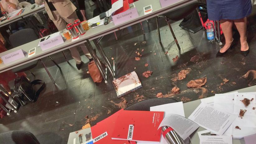 Linken-Parteitag: Überreste der Torte nach dem Angriff auf Linken-Fraktionsvorsitzende Sahra Wagenknecht