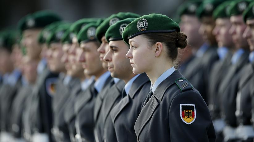 Sicherheitspolitik: Soldatinnen und Soldaten der Bundeswehr in Berlin