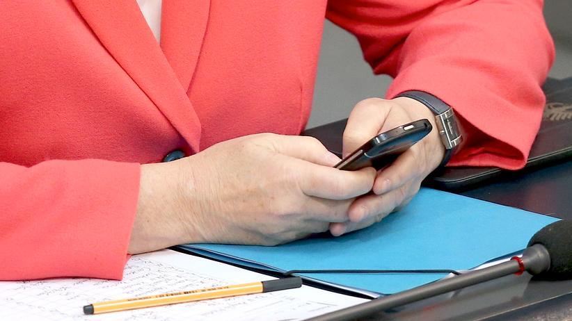 verfassungsschutz-snowden-merkel-smartphone