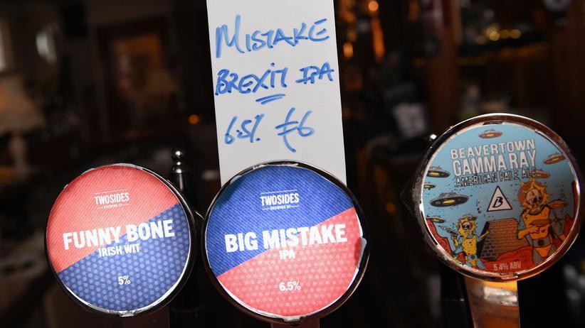 Hören, was bewegt: Brexit, der big mistake? In englischen Pubs wird daraus ein Geschäft gemacht: das Bier zum Thema.