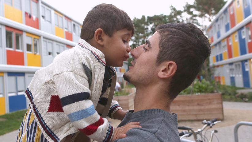 Ein syrischer Flüchtling mit seinem Kind