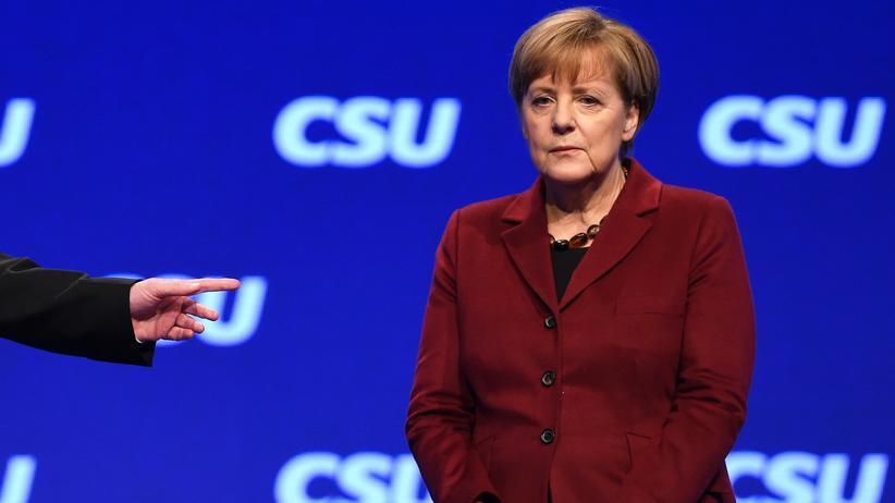 CDU/CSU: CSU-Chef Horst Seehofer zeigt auf Bundeskanzlerin Angela Merkel