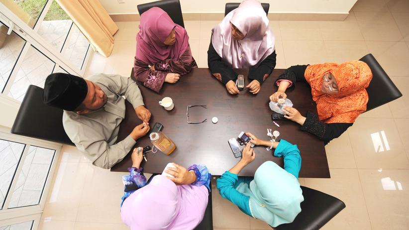 Polygamie: In Malaysia sind Mehrfachehen möglich: ein Mann mit seinen fünf Frauen.