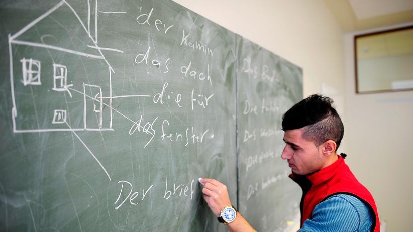 Aydan Özoguz: Integrationsbeauftragte kritisiert eigenes Integrationsgesetz