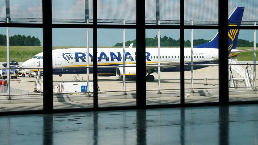 Scheinselbstständigkeit: Geschäftsmodell mit geringen Personalkosten: Billigflieger Ryanair