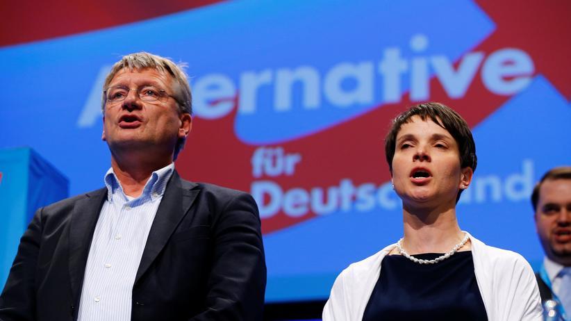 AfD-Parteiprogramm: Jörg Meuthen und Frauke Petry beim Parteitag der AfD im Mai 2016