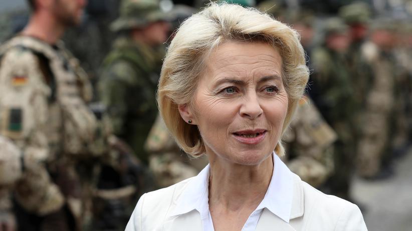Antiterrorkampf: Verteidigungsministerin Ursula von der Leyen bei einem Kasernenbesuch