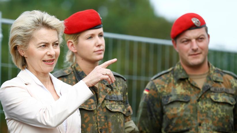 Wehrpflicht: Verteidigungsministerin Ursula von der Leyen bei einem Truppenbesuch in Bruchsal