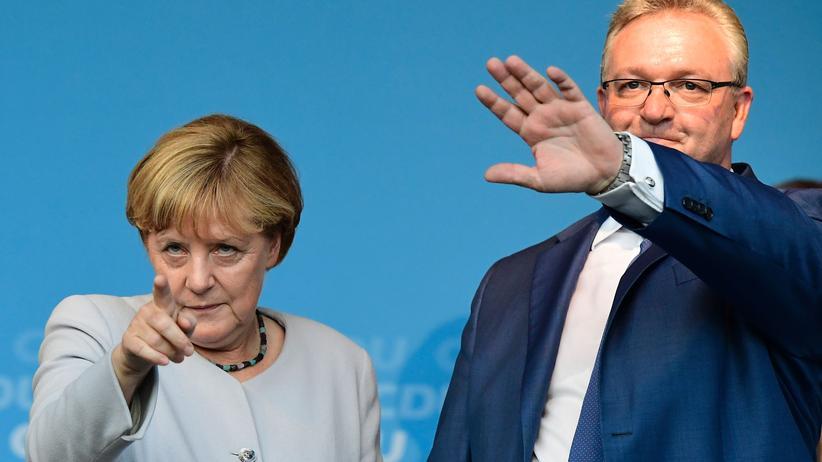 Abgeordnetenhauswahl: Die CDU-Vorsitzende Angela Merkel mit dem Berliner Spitzenkandidaten Frank Henkel im Wahlkampf