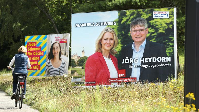 Landtagswahl: Wer soll künftig das Bundesland regieren? Wahlplakate in Mecklenburg-Vorpommern