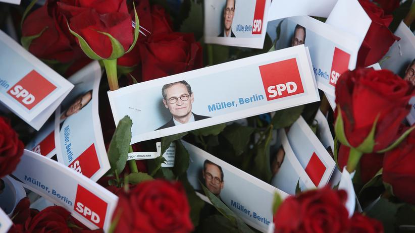 Michael Müller: Michael Müller will Bürgermeister von Berlin bleiben. Vorher muss er ein paar Rosen verteilen.