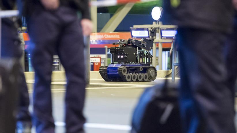 Terrorismus: Roboter zur Entschärfung von Bomben auf dem Chemnitzer Bahnhof. Nach dem Sprengstofffund wurden auch dort die Sicherheitsvorkehrungen verschärft.