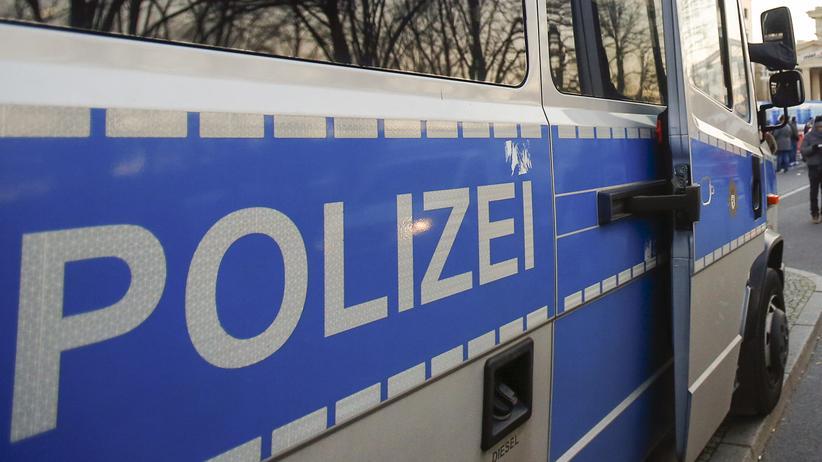 Jüterbog: Ein Polizeiauto in Berlin vor dem Brandenburger Tor (Symbolbild)