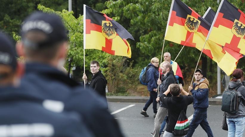 Tag der deutschen Einheit: Demonstranten in Dresden