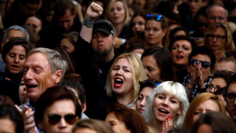 Polen: Demonstranten protestieren in Warschau gegen das Abtreibungsverbot