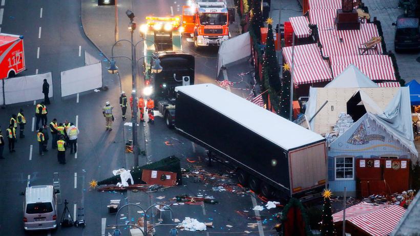 Nach dem mutmaßlichen Anschlag in Berlin: Der Weihnachtsmarkt am Berliner Breitscheidplatz nach dem mutmaßlichen Anschlag