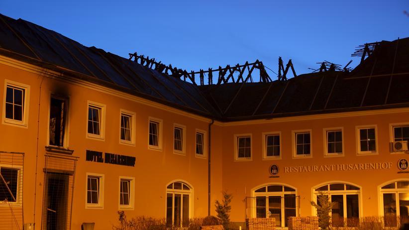 """Das frühere Hotel """"Husarenhof"""" in Bautzen sollte zur Flüchtlingsunterkunft werden – bis ein Brandanschlag am 21. Februar 2016 es zerstörte. (Archivaufnahme vom März 2016)"""