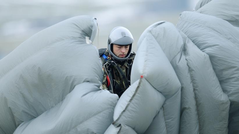 Nato-Aufrüstung: Fallschirmjäger der Bundeswehr