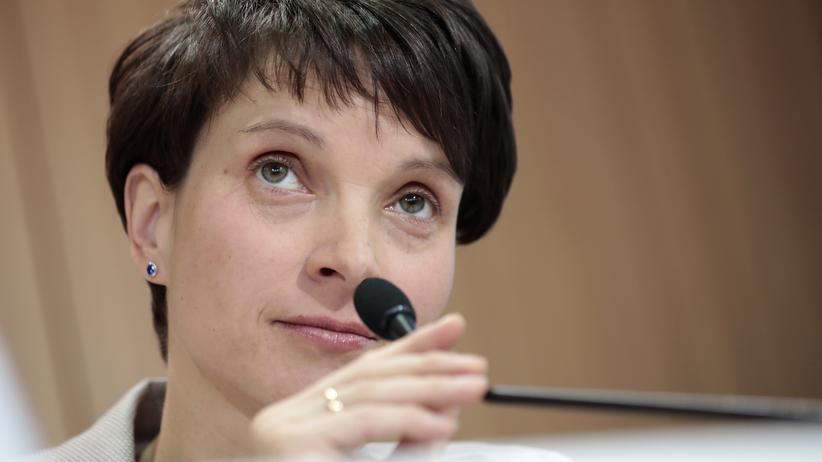 Wahlumfrage: Schwere Zeiten für Parteichefin Frauke Petry: In Umfragen liegt die AfD nur noch bei sieben Prozent.