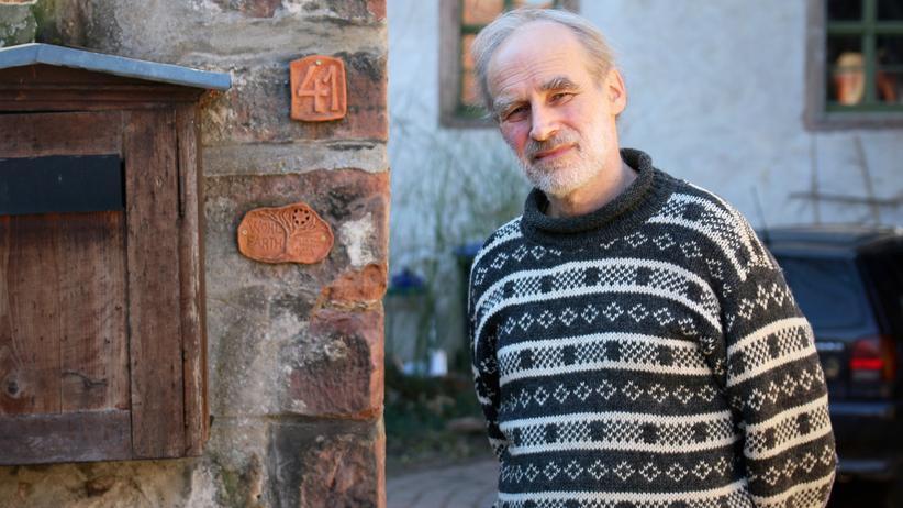 AfD: Matthias Wohlfarth vor seinem Haus in Seitenroda