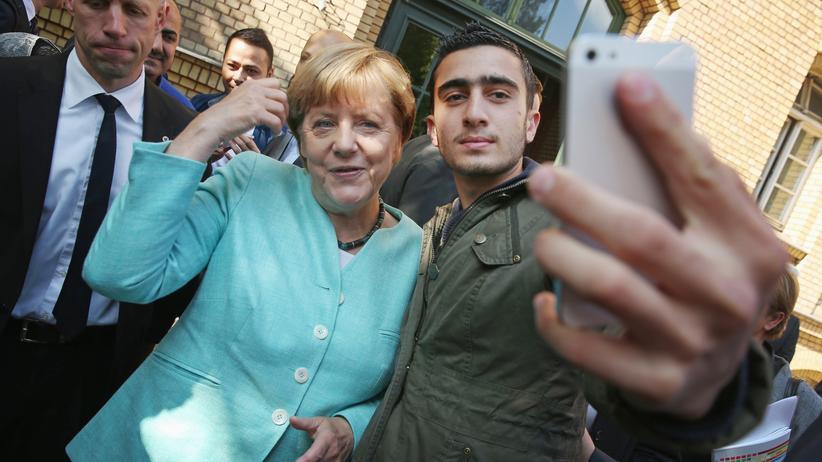 Das Foto, was ihn berühmt gemacht hat: Anas Modamani zusammen mit Angela Merkel
