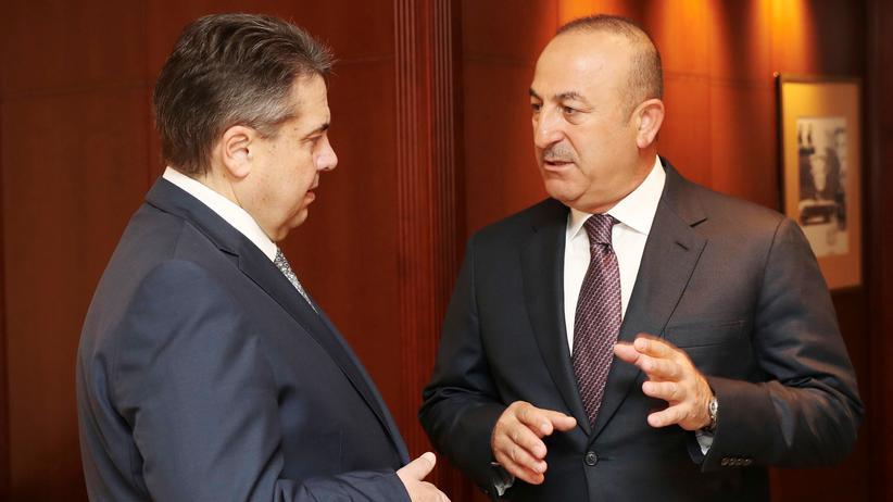 Türkei: Der deutsche Außenminister Sigmar Gabriel (links) und sein türkischer Amtskollege Mevlüt Çavuşoğlu