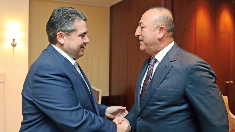 Sigmar Gabriel trifft Mevlüt Çavuşoğlu: Haben die Außenminister auch Erdoğan-Auftritt besprochen?