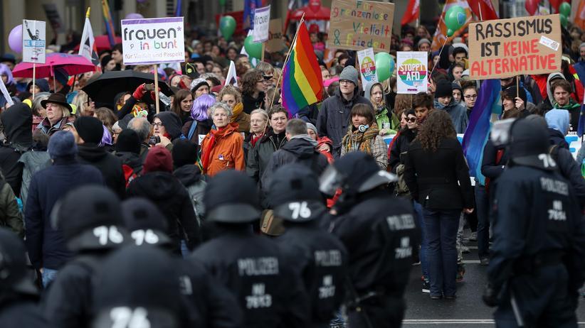 AfD-Parteitag: Demonstration gegen den AfD-Parteitag in Köln