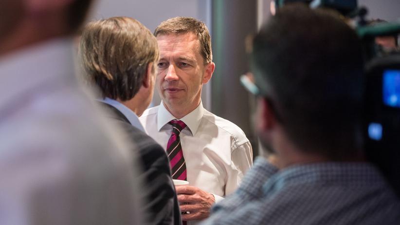 Bernd Lucke: Bernd Lucke (m.) ist Spitzenkandidat für die Bundestagswahl seiner Partei Liberal-Konservative Reformer (LKR).