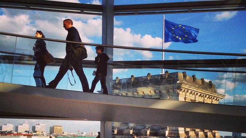 Netzwerk: Besucher in der Bundestagskuppel
