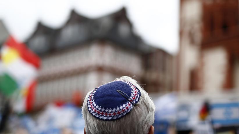 Integration: Demonstrant bei einer Kundgebung gegen Antisemitismus in Frankfurt am Main 2014