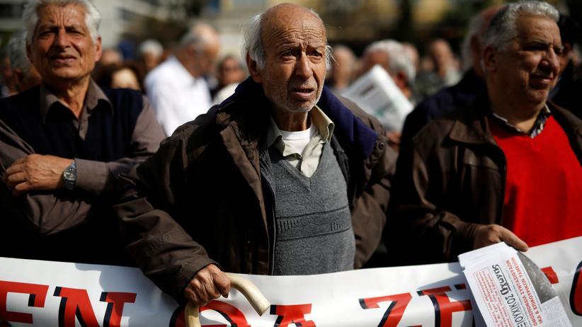 EU: Griechische Rentner bei einer Demonstration gegen die geplanten Rentenkürzungen in Athen