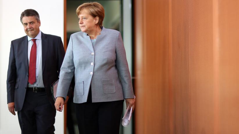 Israel-Besuch: Kanzlerin Merkel und Außenminister Gabriel zu Beginn einer Kabinettssitzung in Berlin