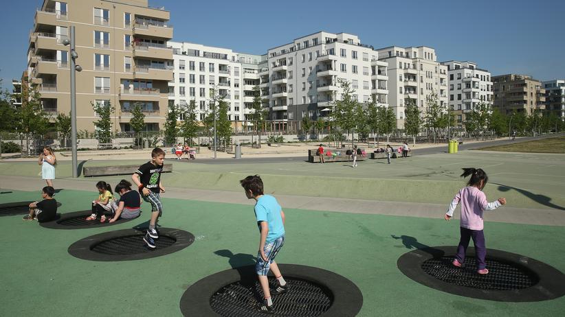 Grundgesetz: Kinder im Park am Gleisdreieck im Mai 2016 in Berlin