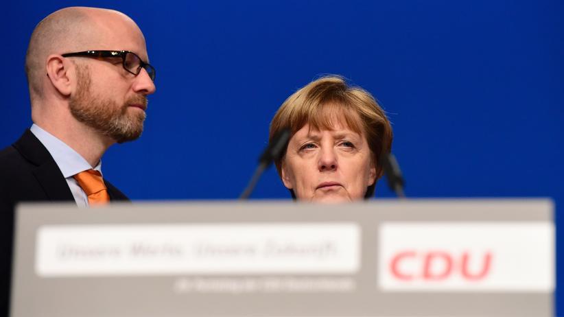 CDU: Kanzlerin Angela Merkel und Generalsekretär Peter Tauber während des Parteitags in Essen.