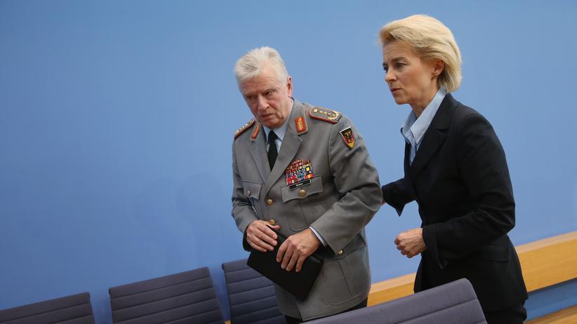 Bundeswehr: Verteidigungsministerin Ursula von der Leyen und Bundeswehrgeneralinspekteur Volker Wieker