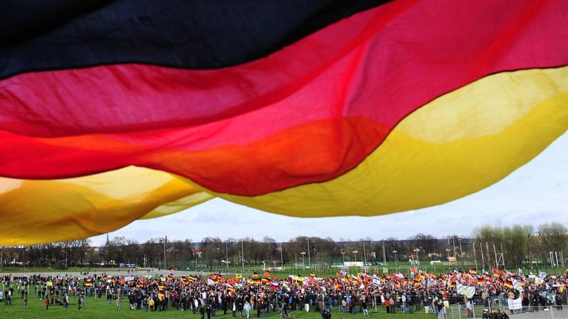Rechtsextremismus: Anhänger von Pegida in Dresden