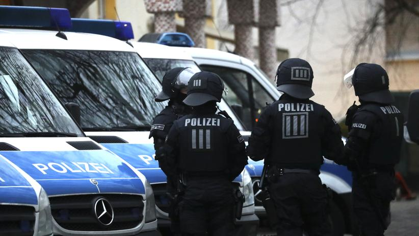 Bundeskriminalamt: Ein Polizeieinsatz in Frankfurt am Main vor einer Moschee