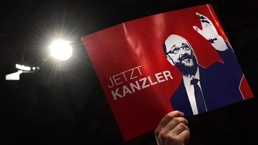Martin Schulz: Ein Delegierter bejubelt den neuen Parteivorsitzenden und Kanzlerkandidaten Martin Schulz auf dem Parteitag Mitte März in Berlin.