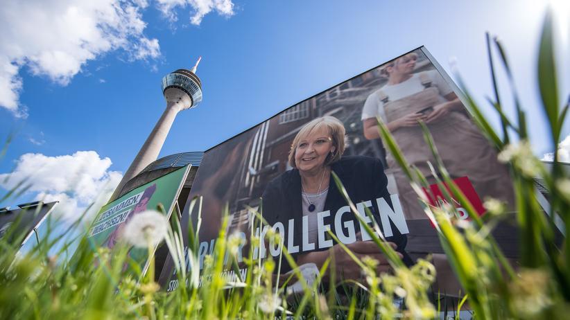 Nordrhein-Westfalen: NRW-Ministerpräsidentin Hannelore Kraft auf einem Wahlplakat der SPD