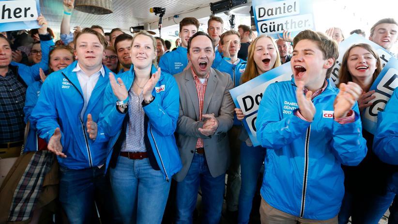 Schleswig-Holstein: CDU-Anhänger feiern den Wahlsieg in Kiel