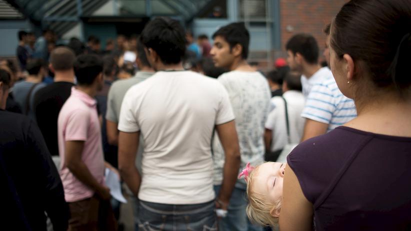 Im November 2015 in der Registrierungsstelle für Flüchtlinge in Berlin. Das BAMF musste viele neue Mitarbeiter einstellen.