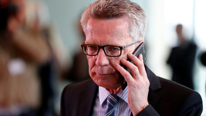 Gesichtserkennung und Mitlesen von Nachrichten : De Maizière will Überwachung ausweiten